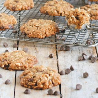 Oatmeal Almond Chocolate Chip Cookies // made with coconut oil