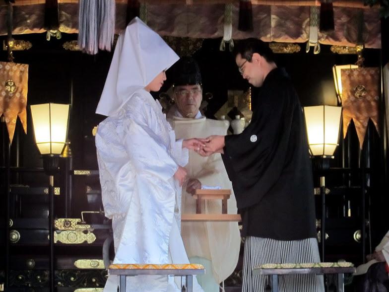 El ritual Sintoísta llevado a cabo por un alto sacerdote del templo