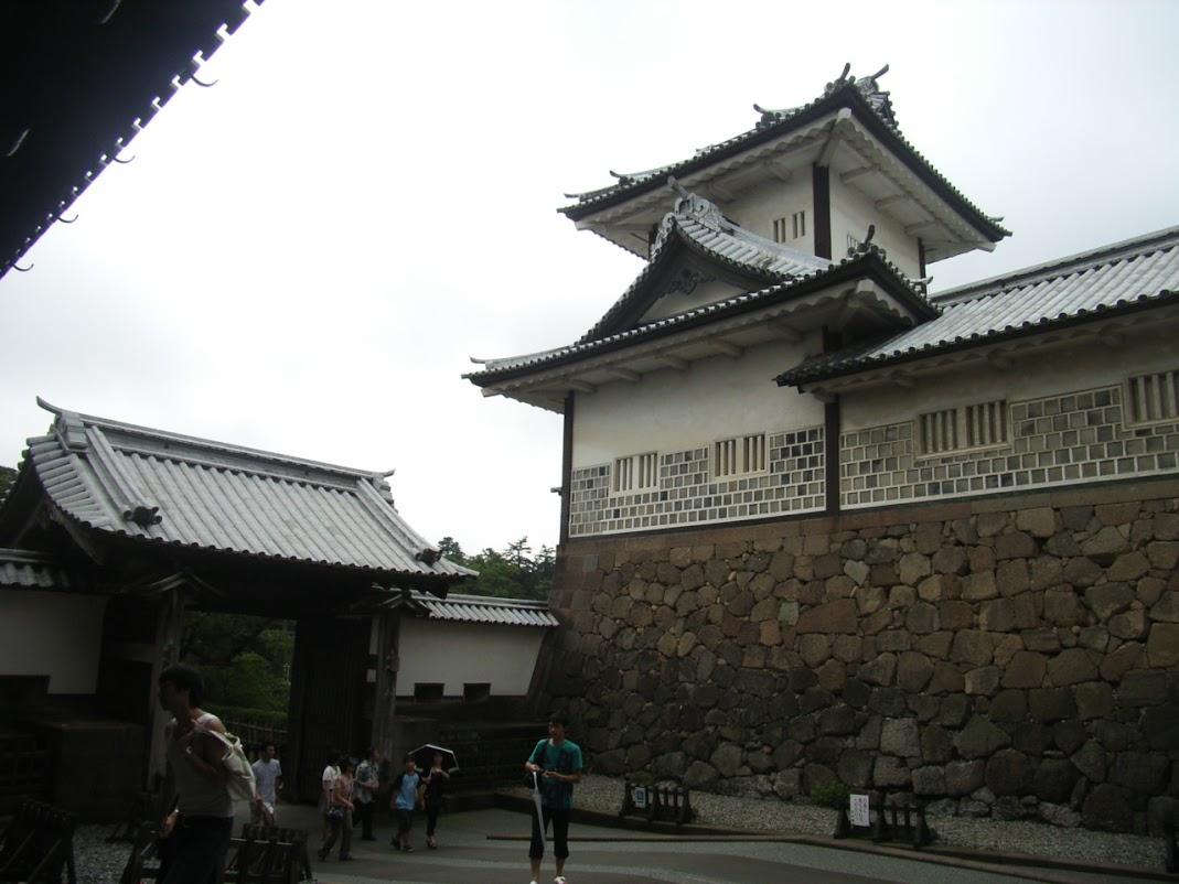 枡形門の例:金沢城 石川門 枡形の内から見た高麗門
