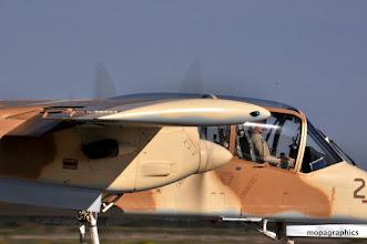 Photo: biplace tandem, bimoteur bipoutre équipé de 2 Turboprop AiResearch T76 de 715cv. Visibilité exceptionnelle pour l'équipage. Reco oblige!