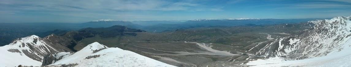 Photo: Panorama dalla vetta verso la piana di Campo Imperatore