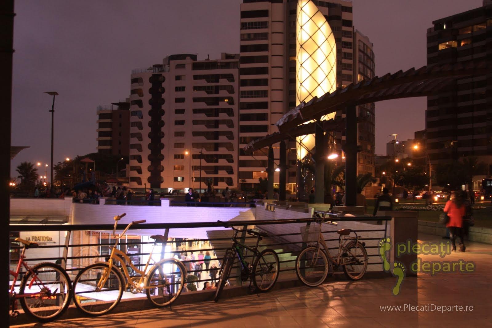 Larcomar, in cartierul Miraflores, in zona centrala a orasului Lima, capitala Peru
