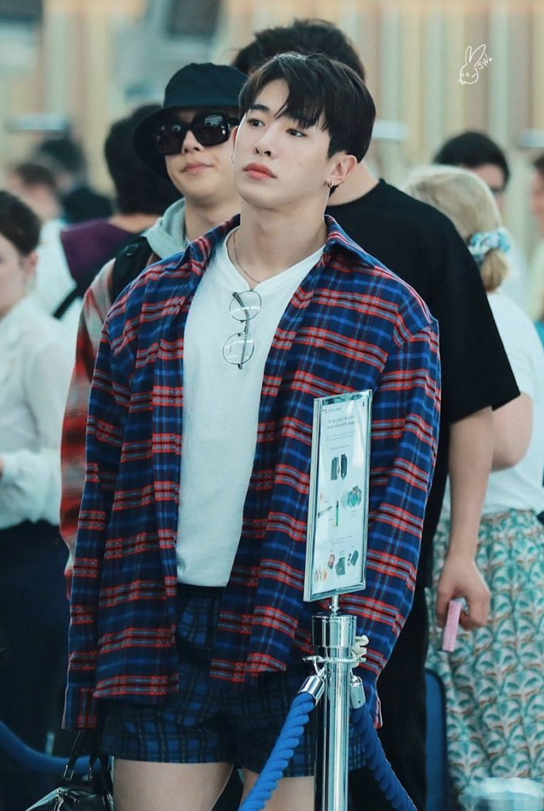 Wonho Monsta X Wearing Boxers At The Airport Kprofiles Forum Kpop Forums 이호석, born march 1, 1993), known by his stage name wonho (hangul: wonho monsta x wearing boxers at the