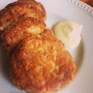 Low Carb Salmon Patties with Creamy Sauce.