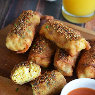 "Bacon Egg & Cheese ""Everything"" Egg Rolls"
