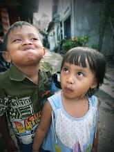Photo: へんがお兄妹 in Indonesia  さてしゃて うち帰って寝る〜 おやしみいい