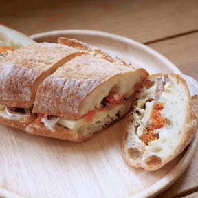 琵琶湖の伝統食ふなずしをアレンジした「ふなずしサンド」が食べられる!滋賀県野洲市『ビワコドーターズ』