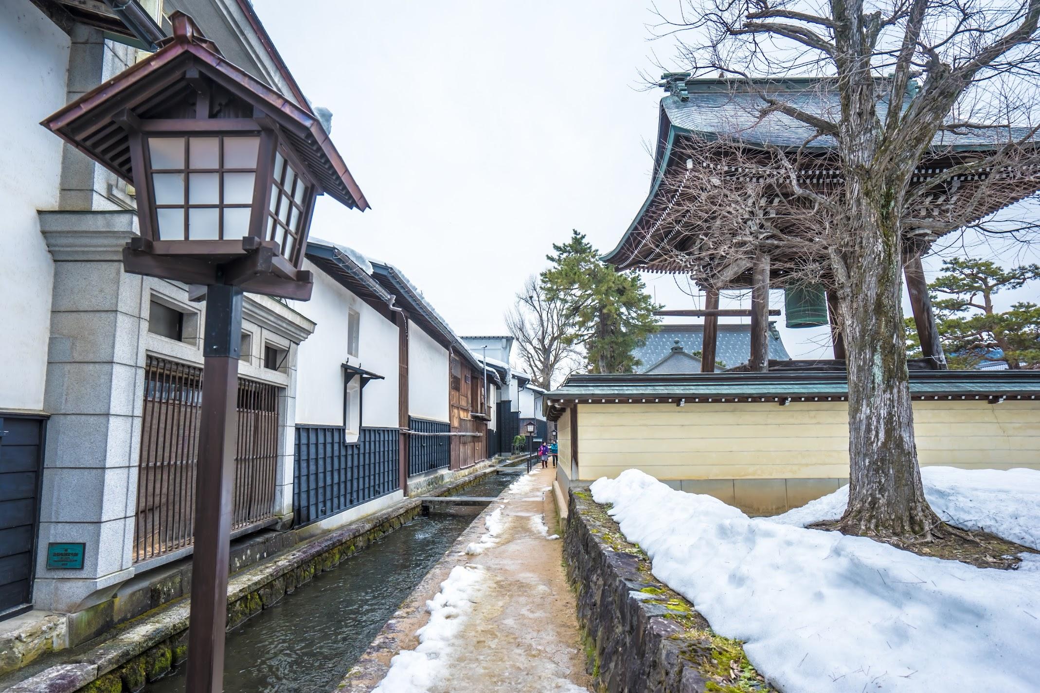 Hida Furukawa Enkoji Temple White Walled Storehouse Street2