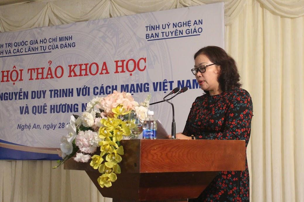 Đồng chí Nguyễn Thị Thu Hường, Trưởng ban Tuyên giáo Tỉnh ủy phát biểu tại Hội thảo