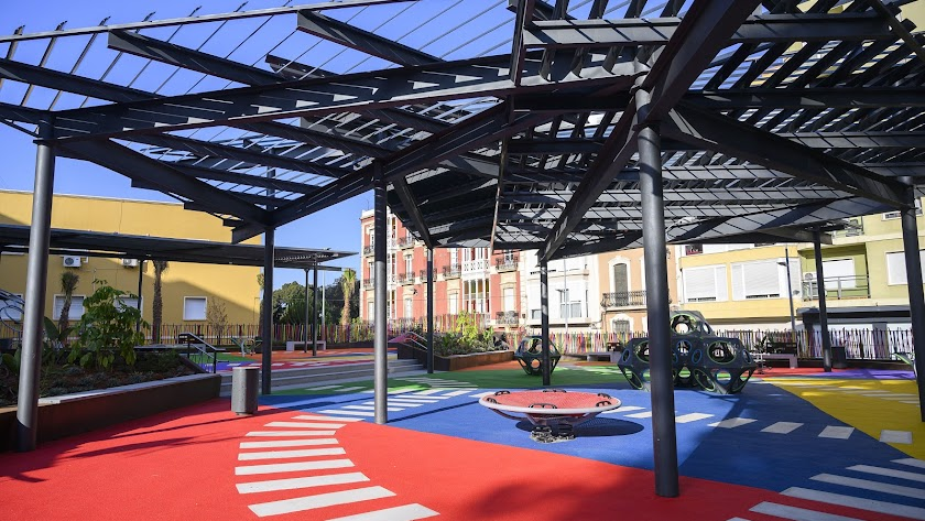Nuevo parque infantil habilitado en la Plaza López Falcón.