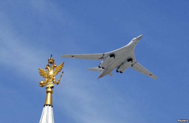Ту-160 во время парада 9 мая 2015 г. Выпуск многопозиционных пусковых устройств к нему затягивается.