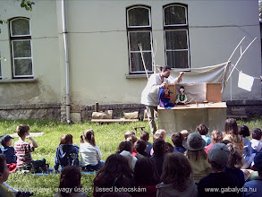 Photo: Asztali történet, avagy üssed, üssed botocskám