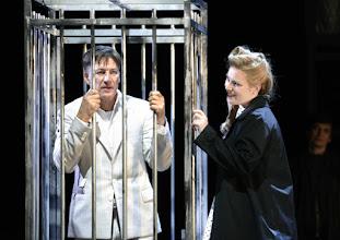 Photo: WIEN/ Theater an der Wien: DIE DREIGROSCHENOPER. Premiere am 13.1.2016. Inszenierung: Keith Warner. Tobias Moretti, Nina Bernsteiner. Copyright: Barbara Zeininger