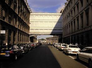 Photo: L'ombre au soleil, rue de Dunkerque, Paris, 2002