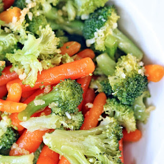 Steamed Broccoli and Carrots with Garlic and Olive Oil #MakeYourMove