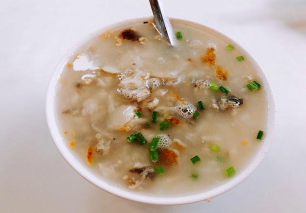 【台南  在地人傳統早餐】觀光客也來嚐鮮「阿堂鹹粥」、創立83年的「葉家小卷米粉」
