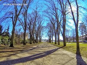 Photo: Avenue du Château menant vers l'observatoire de Meudon - e-guide balade à vélo de Meudon au Château de Versailles par veloiledefrance.com