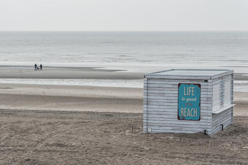 Life is good at the beach di laurafacchini