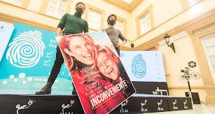 Daniel Grao y Bernabé Rico, con el póster de la película.