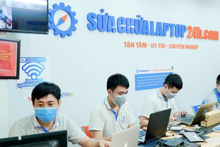 Đội ngũ kỹ thuật viên chuyên nghiệp tại Sửa chữa Laptop 24h .com