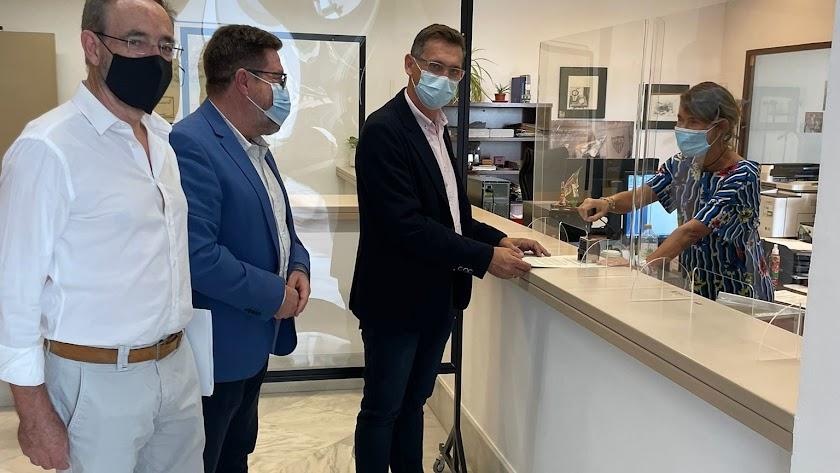 Sánchez Teruel y Rodrigo Sánchez Haro presentando la iniciativa.