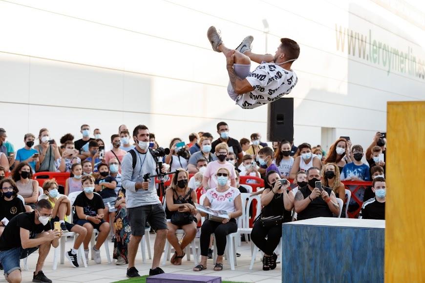 Exhibición de skate en las instalaciones del CC Torrecárdenas.