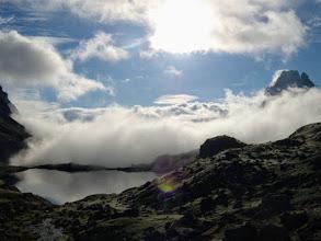 Photo: Mattina: il Pic du Midi fa capolino tra le nuvole...