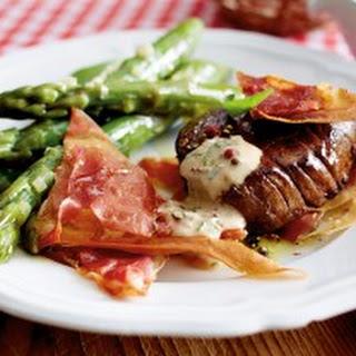 Filetsteak in bunter Pfeffersoße mit Schinken-Knusperecken