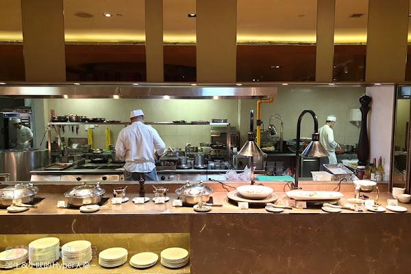 Soluna日月千禧酒店   饗樂全日餐廳,半自助百匯多種中西式菜色可吃,另也有單點主餐可吃哦!