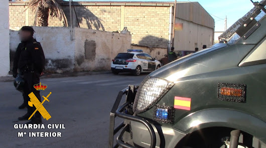 Un guardia civil herido por la agresión de una docena de menores en Roquetas