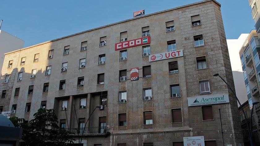 Edificio sede los sindicatos en la calle Javier Sanz.