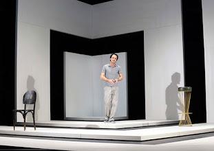 Photo: Wien/ Theater in der Josefstadt: KAFKA - EIN PROJEKT VON ELMAR GOERDEN. Premiere 25.4.2015. Regie: Elmar Goerden. Alexander Absenger. Foto: Barbara Zeininger