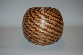 Photo: Eiken en sokupera Hoog 16 cm Breed 19 cm 1057 stukjes hout Inwendig glas verkocht