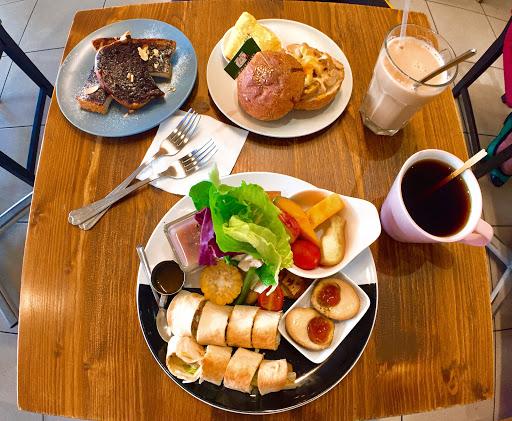 只有我覺得沒吃飽嗎...?😂 雖然餐點很精緻,確沒飽足感,小失望。