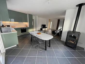 Maison 4 pièces 729 m2