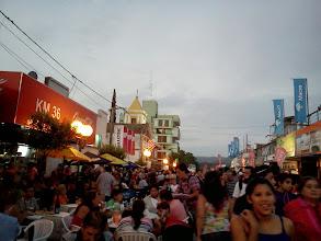 Photo: コスキン 夕方になると通りは人でいっぱい http://parajunko.blog.fc2.com/blog-entry-85.html