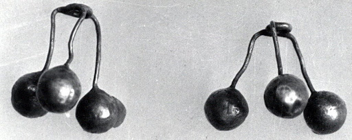 Ornament with three balls