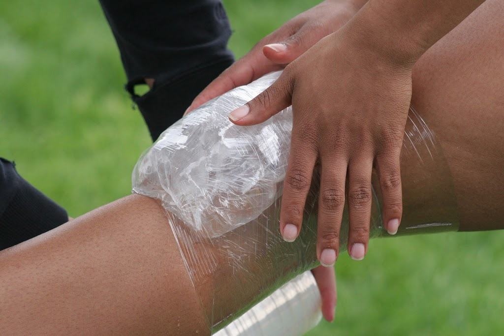 Ice on the knee to decrease pain and swelling