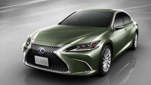 Lexus ES first car to replace mirrors with cameras