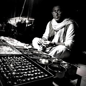 অষ্টধাতু..... by Ashif Hasan - People Street & Candids ( men at work, black and white, ashif hasan, on the street, dark background, people, street photography )