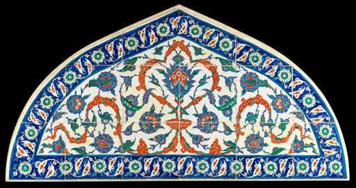 Tile panel in form of a tympanum