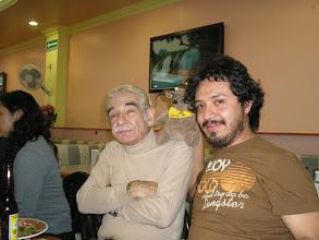 Photo: dia 01.10: Max Rojas e Leopoldo Lezama com el quati (de óculos)