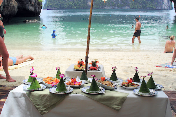 Eat a delicious Thai lunch at the beach