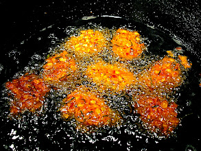 Photo: frying spicy corn fritters
