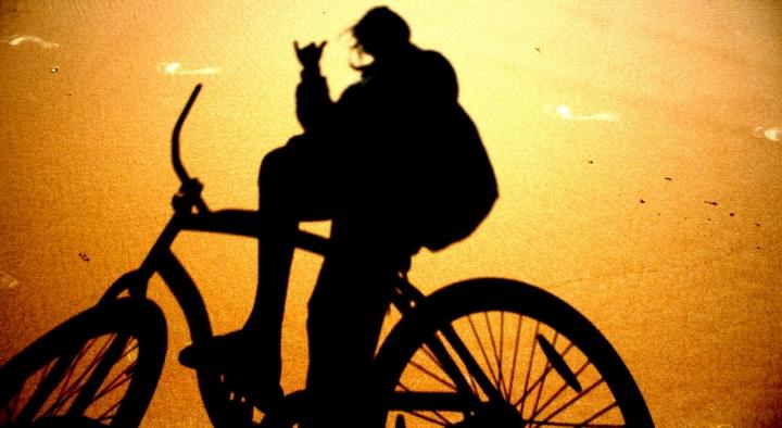 Ciclista in spiaggia.. di ChristianGiulianetti