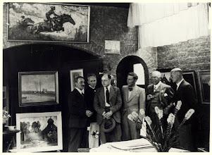 Photo: 1941 Groepsportret van leden van de Bredasche Kunstkring met van links naar rechts, H.G. Ontrop (in 1955, 75 jaar secretaris), Jan Strube, Gerrit de Morée, Bart Nooren in 1941 werkend lid geworden, Bart van Vechel, Jan Hohmann. in Den Deyl.