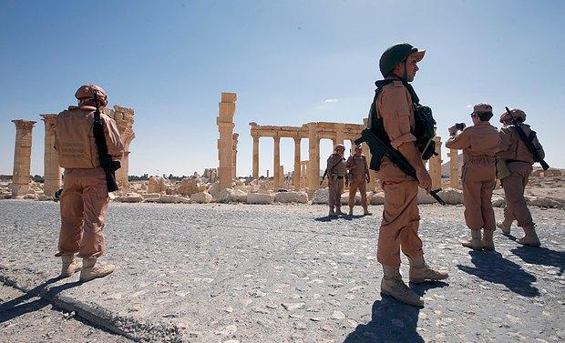 Российкие солдаты патрулируют территорию, Сирия, 5 мая 2006 года