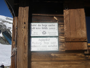 Photo: Lepo bi bilo, če bi kaj takšnega viselo tudi v naših hribih...v slovenščini seveda....