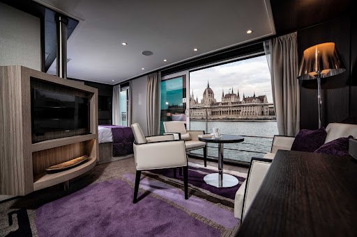 Avalon-Envision-Royal-Suite-14.jpg - A look at a luxurious Royal Suite on Avalon Envision.