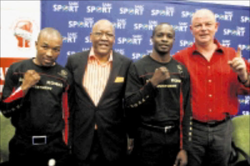 REUNITED: Branco Sports Production boss Branco Milenkovic, right, welcomes IBO bantamweight champion Simphiwe Vetyeka, left, manager Butityi Konki and Phillip Ndou to his stable at the SABC headquarters in Auckland Park yesterday. Pic: Bafana Mahlangu. 16/09/2009. © Sowetan.